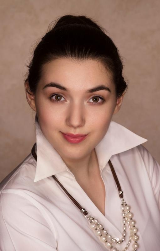 Victoria White Shirt 1 WEB
